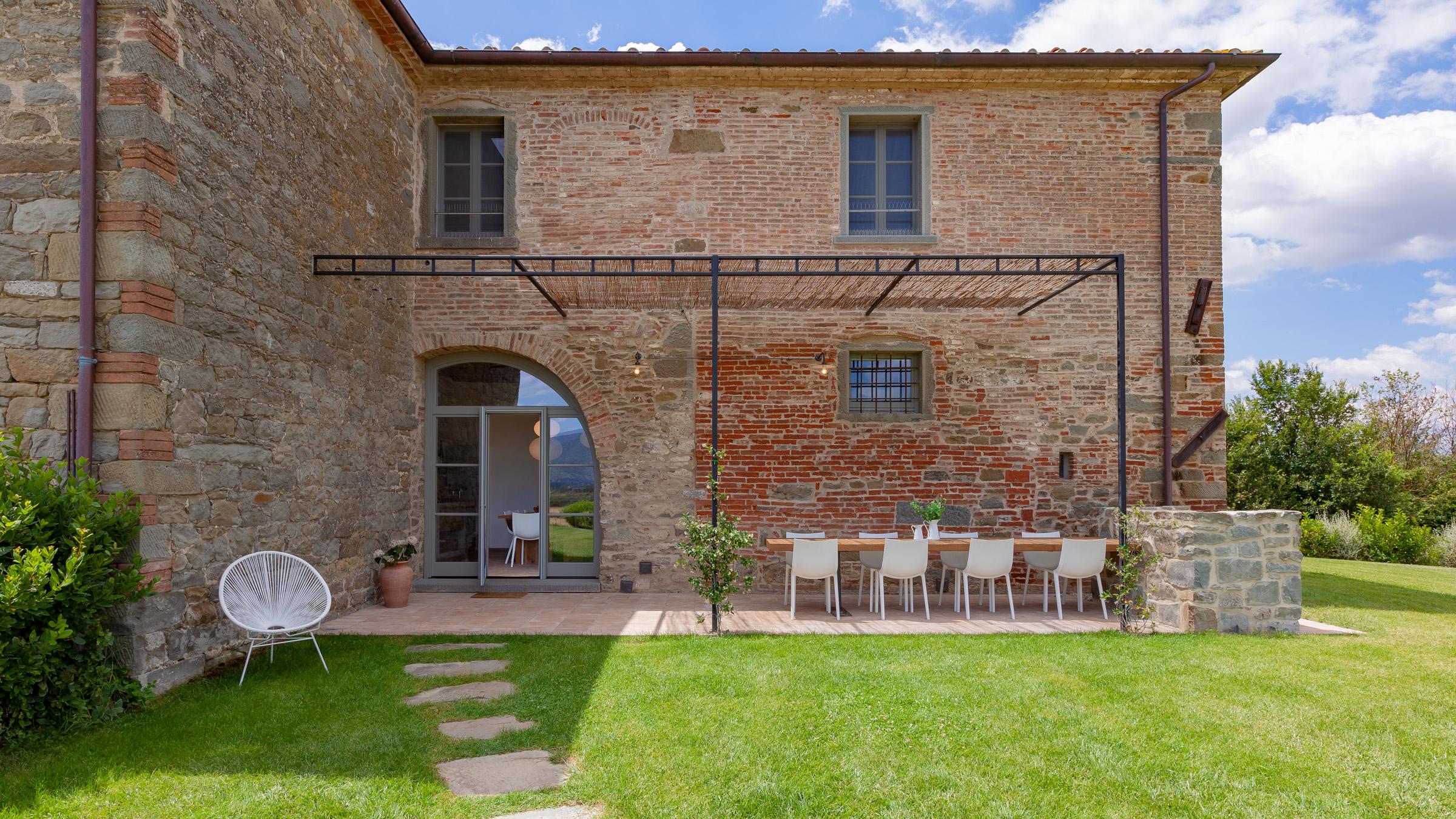 Podere 500: Terrasse und Zugang zur Küche
