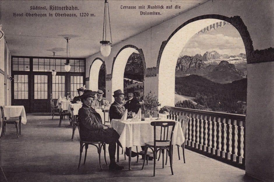 HomeStory Parkhotel Holzner: Terrasse mit Ausblick