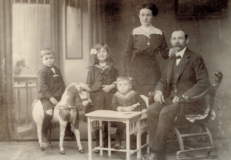 HomeStory Parkhotel Holzner: Hans Holzner mit Familie 1908