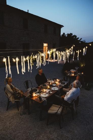 Corte Campioli – Das Leben ist eine Wundertüte: Abendessen im Hof