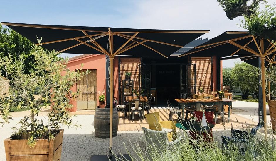Corte Campioli – Das Leben ist eine Wundertüte: Terrasse Bar Corte
